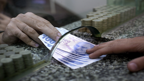 Investors Desert Turkish Currency in Droves