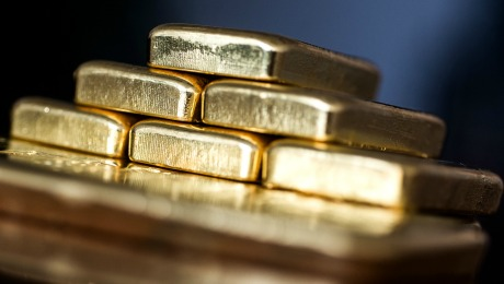 Daily Agenda: Risk-Averse Investors Drive Up Gold