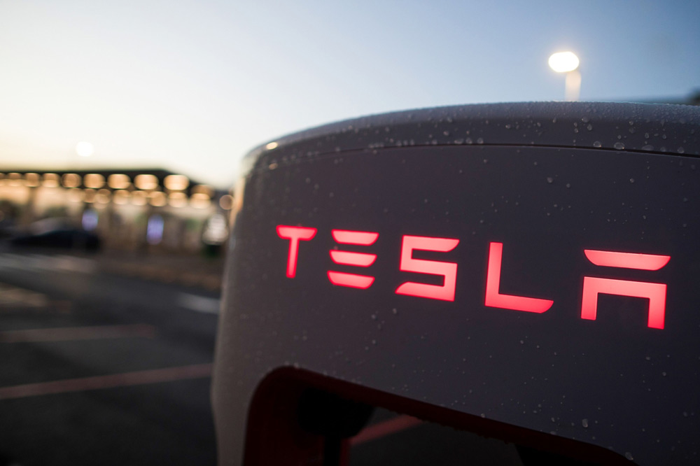 Rob Arnott Warns Tesla Stock Is Showing Signs of a Bubble — and Indexers Are About to Buy High
