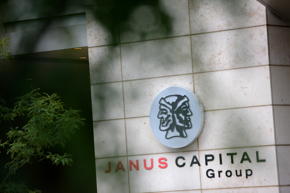 Janus Sees Assets Drop as Traditional Money Managers Struggle